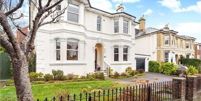 Asking Price £990,000, 4 Bedroom Detached House For Sale in Tunbridge Wells, TN1