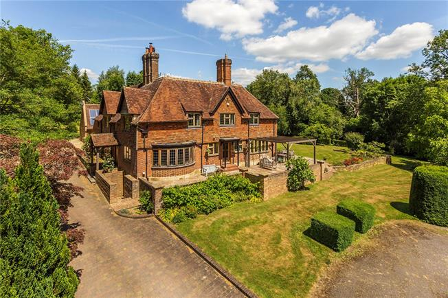Guide Price £1,595,000, 6 Bedroom Detached House For Sale in Hawkhurst, TN18