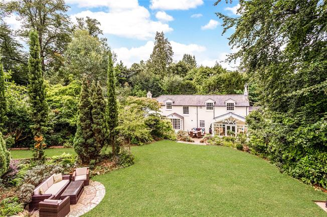 Asking Price £1,200,000, 4 Bedroom Detached House For Sale in Tunbridge Wells, TN2