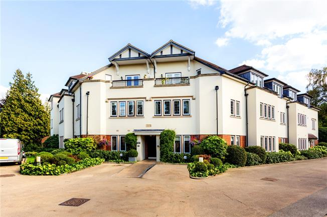 Asking Price £450,000, 2 Bedroom Flat For Sale in Tunbridge Wells, Kent, TN2