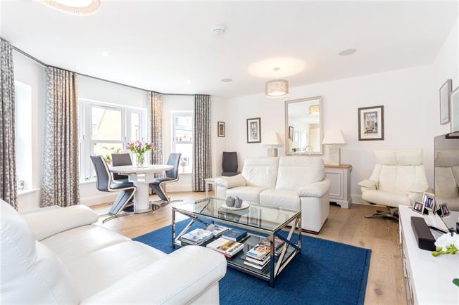 Asking Price £595,000, 2 Bedroom Flat For Sale in Tunbridge Wells, Kent, TN4