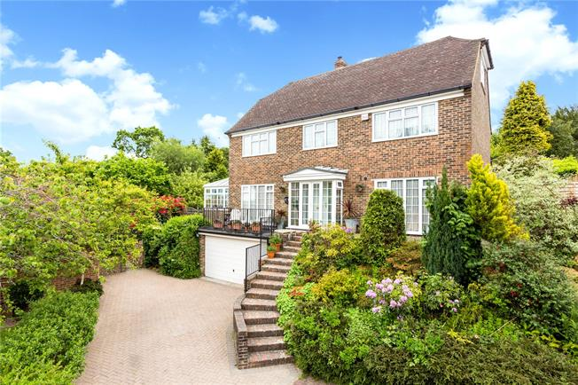 Asking Price £1,085,000, 5 Bedroom Detached House For Sale in Tunbridge Wells, TN2