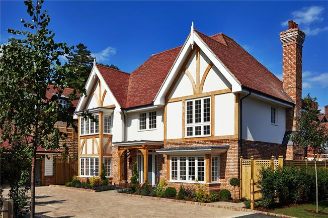 Asking Price £1,550,000, 5 Bedroom Detached House For Sale in Wadhurst, East Sussex, TN5