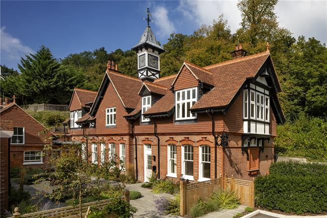 Asking Price £675,000, 2 Bedroom Mews House For Sale in Wadhurst, East Sussex, TN5