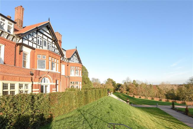 Asking Price £395,000, 2 Bedroom Flat For Sale in Wadhurst, TN5