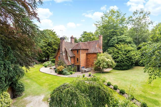 Guide Price £1,295,000, 6 Bedroom Detached House For Sale in Penshurst, TN11