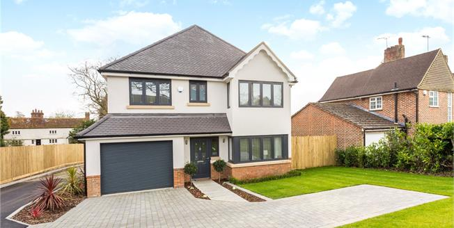 Asking Price £699,950, 4 Bedroom Detached House For Sale in West Sussex, RH19