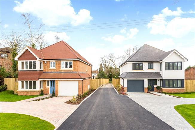 Asking Price £765,000, 4 Bedroom Detached House For Sale in West Sussex, RH19