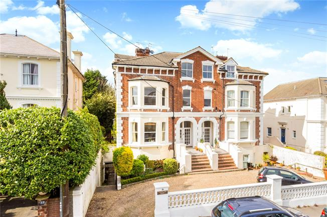 Asking Price £450,000, 3 Bedroom Flat For Sale in Kent, TN4