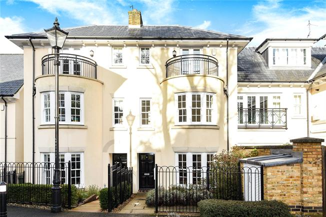 Asking Price £725,000, 3 Bedroom Semi Detached House For Sale in Kent, TN2
