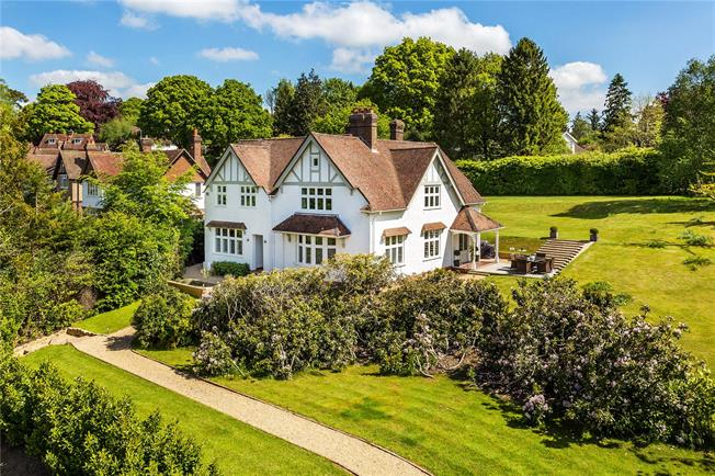 Asking Price £1,395,000, 5 Bedroom Detached House For Sale in Mayfield, TN20