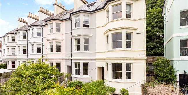 Asking Price £875,000, 4 Bedroom Mews House For Sale in Kent, TN1