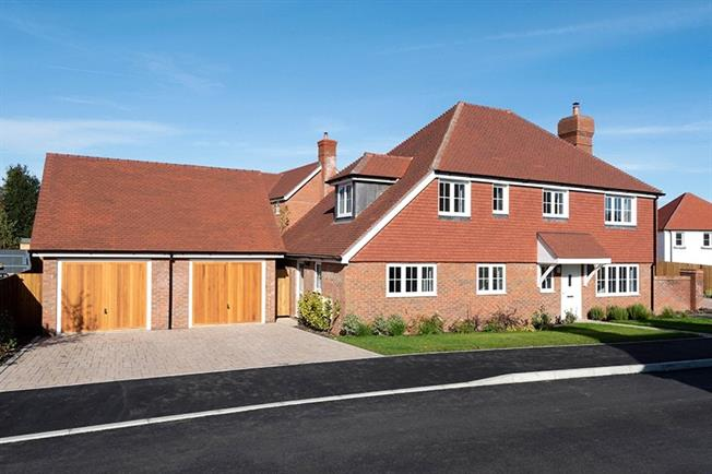 Asking Price £850,000, 4 Bedroom Detached House For Sale in Wadhurst, East Sussex, TN5