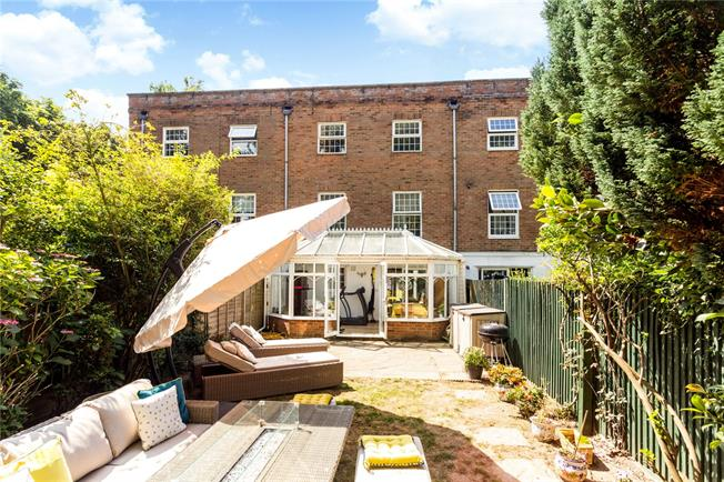 Asking Price £625,000, 4 Bedroom Mews House For Sale in Tunbridge Wells, TN1
