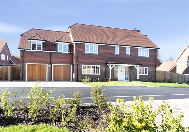 Asking Price £950,000, 5 Bedroom Detached House For Sale in Wadhurst, East Sussex, TN5