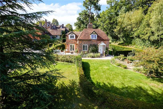 Asking Price £850,000, 3 Bedroom Detached House For Sale in Kent, TN8