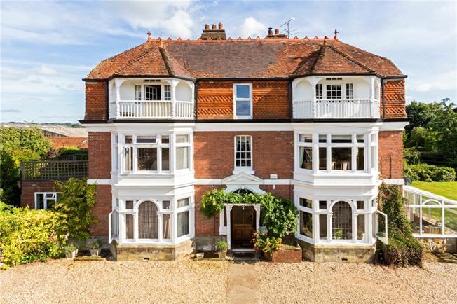 Asking Price £485,000, 3 Bedroom Flat For Sale in High Hurstwood, TN22