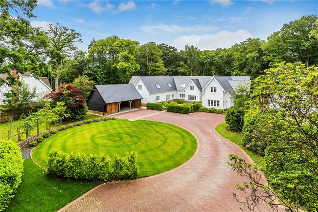 Asking Price £1,950,000, 5 Bedroom Detached House For Sale in Etchingham, TN19