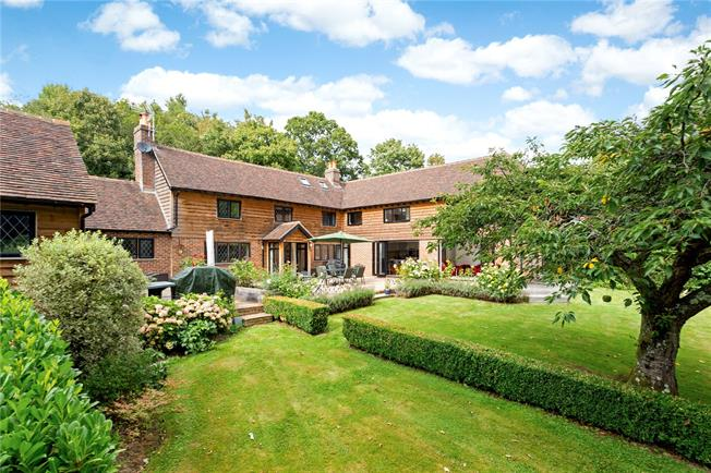 Asking Price £1,100,000, 5 Bedroom Detached House For Sale in Lamberhurst, TN3