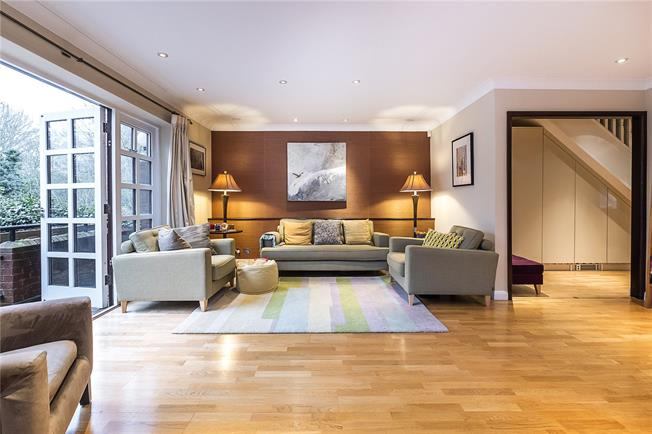 Guide Price £1,000,000, 3 Bedroom Flat For Sale in London, SW19
