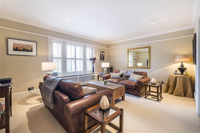 Guide Price £825,000, 2 Bedroom Flat For Sale in London, SW19