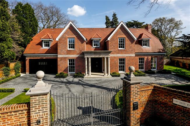 Guide Price £3,000,000, 5 Bedroom Detached House For Sale in Kingston upon Thames, KT2