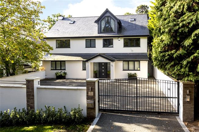 Guide Price £2,295,000, 5 Bedroom Detached House For Sale in Kingston upon Thames, KT2