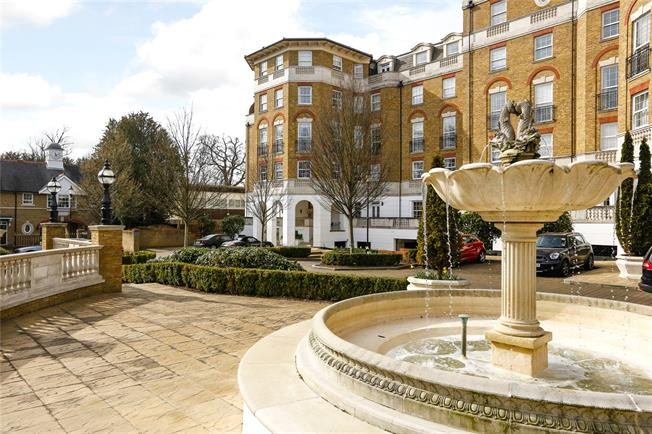 Guide Price £725,000, 2 Bedroom Flat For Sale in London, SW19