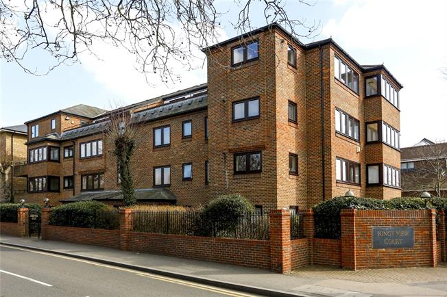 Guide Price £580,000, 2 Bedroom Flat For Sale in London, SW19