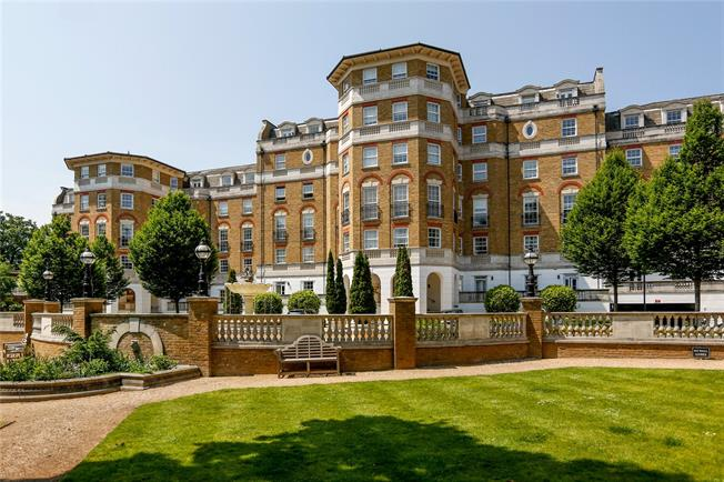 Guide Price £925,000, 3 Bedroom Flat For Sale in London, SW19
