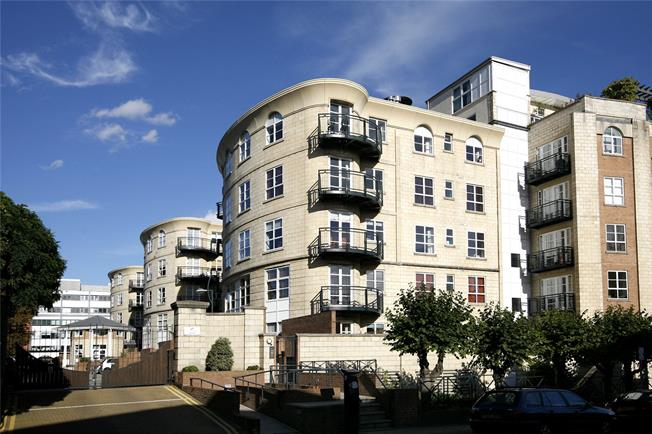 Asking Price £815,000, 2 Bedroom Flat For Sale in London, SW19