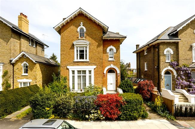 Asking Price £569,950, 1 Bedroom Flat For Sale in London, SW19