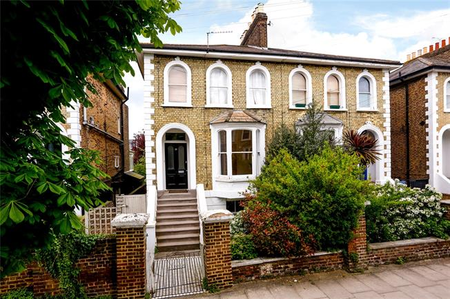 Guide Price £459,000, 1 Bedroom Flat For Sale in London, SW19