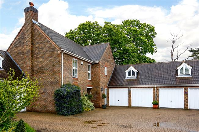 Guide Price £1,350,000, 4 Bedroom Detached House For Sale in Kingston upon Thames, KT2