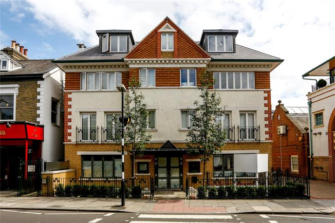 Guide Price £699,950, 2 Bedroom Flat For Sale in London, SW19
