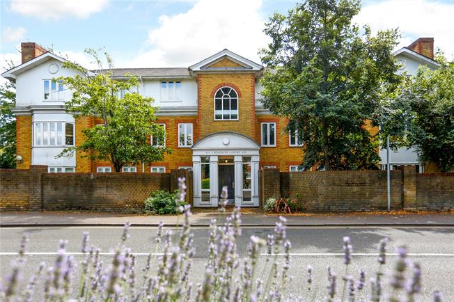 Guide Price £835,000, 3 Bedroom Flat For Sale in London, SW19