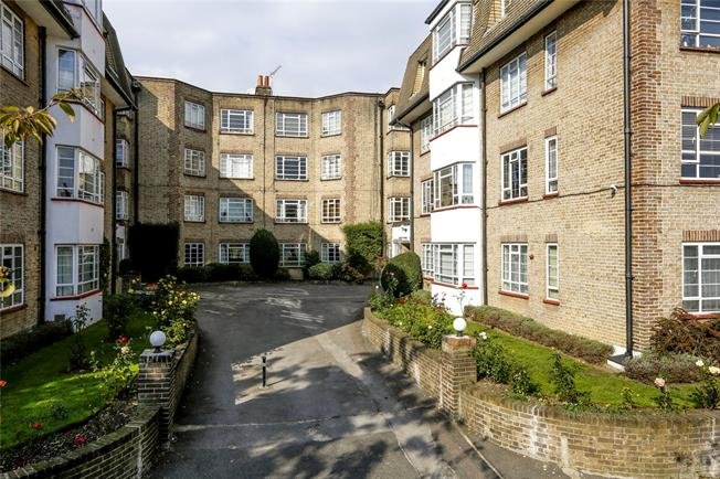 Guide Price £595,000, 2 Bedroom Flat For Sale in London, SW19
