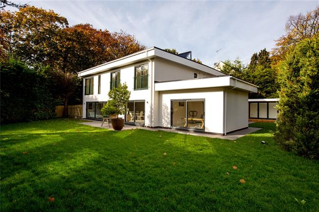 Guide Price £2,250,000, 5 Bedroom Detached House For Sale in Kingston upon Thames, KT2