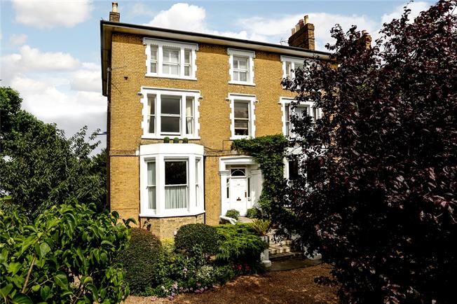 Guide Price £795,000, 2 Bedroom Flat For Sale in London, SW19