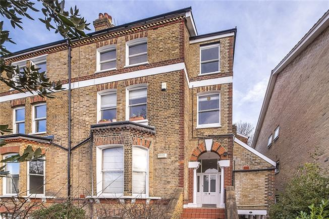 Guide Price £695,000, 2 Bedroom Flat For Sale in London, SW19