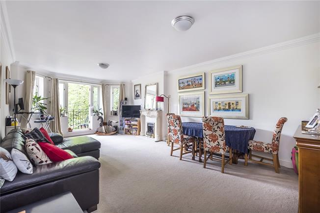 Guide Price £975,000, 2 Bedroom Flat For Sale in London, SW19
