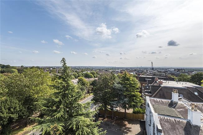 Guide Price £979,000, 2 Bedroom Flat For Sale in London, SW19