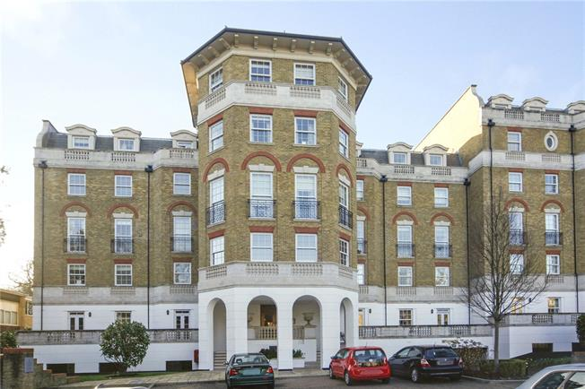 Guide Price £425,000, 1 Bedroom Flat For Sale in London, SW19
