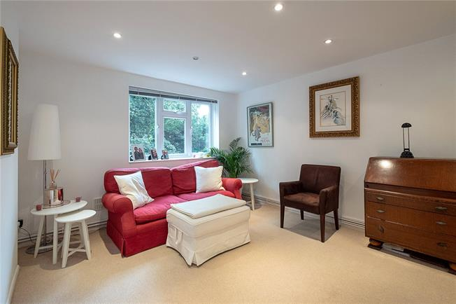 Guide Price £420,000, 1 Bedroom Flat For Sale in London, SW19