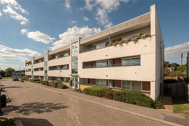 Guide Price £475,000, 3 Bedroom Flat For Sale in London, SW20