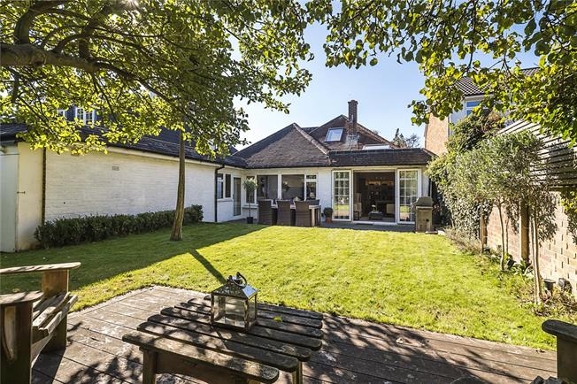 Guide Price £1,700,000, 5 Bedroom Detached House For Sale in London, SW20