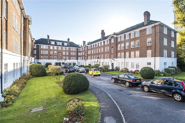 Guide Price £665,000, 3 Bedroom Flat For Sale in London, SW19