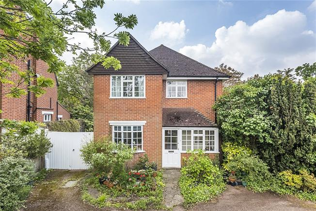 Guide Price £1,550,000, 4 Bedroom Detached House For Sale in London, SW20