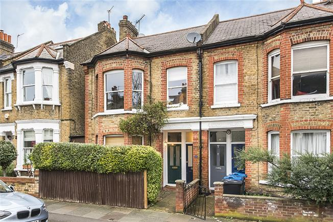Guide Price £560,000, 2 Bedroom Flat For Sale in London, SW19