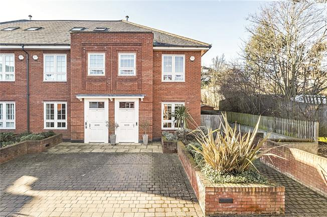 Guide Price £1,100,000, 3 Bedroom Semi Detached House For Sale in London, SW18